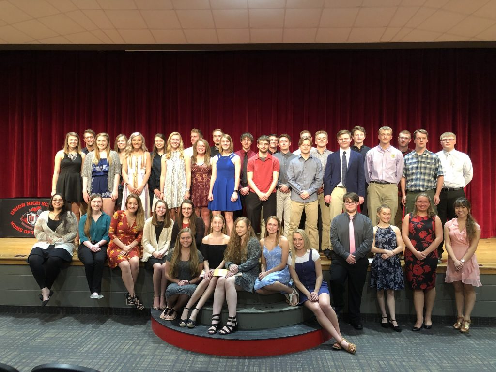 Senior students who received scholarships